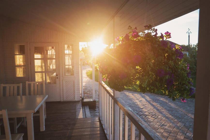 altana w świetle zachodzącego słońca