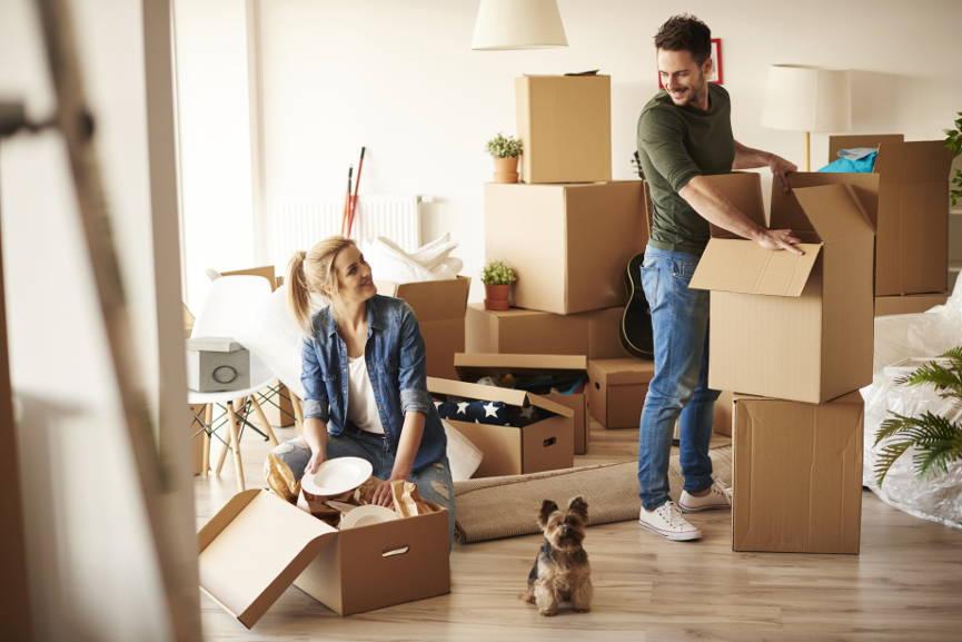 para w wynajętym mieszkaniu