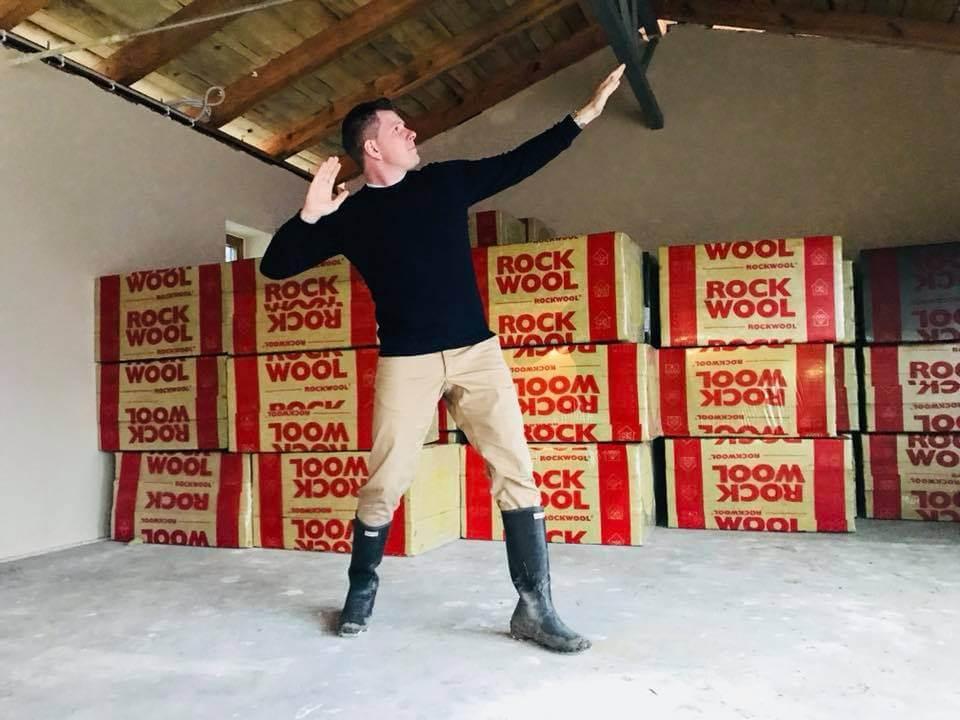 Filip Chajzer na budowie domu