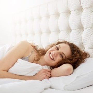 Ocieplamy Życie - kobieta w łóżku