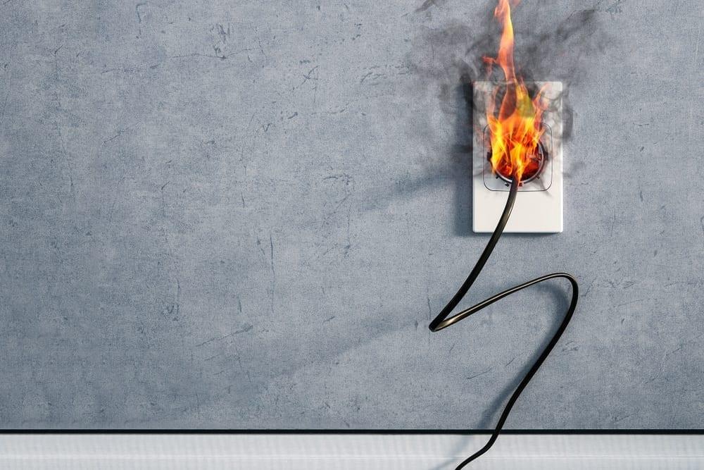 ogień gniazdko elektryczne