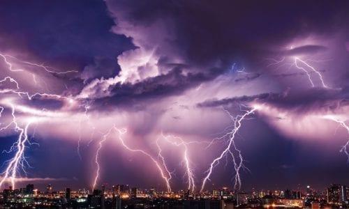 burza nad miastem